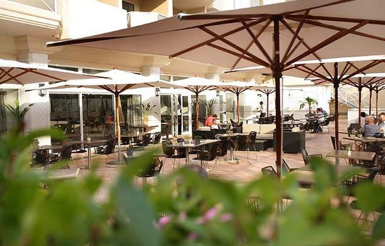 AC Hotel Ambassadeur Antibes - Juan les Pins - Terrace - 7