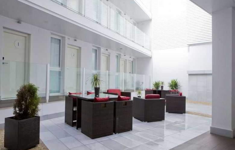 La Boutique Puerta Osario - Terrace - 42
