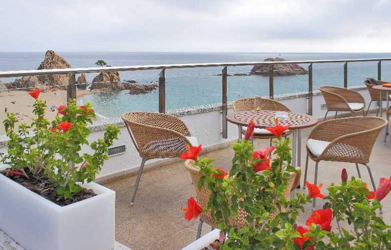 Premier Gran Hotel Reymar & Spa - Terrace - 23