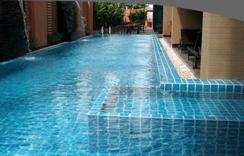 PGS Hotels Kris Hotel & Spa - Pool - 3