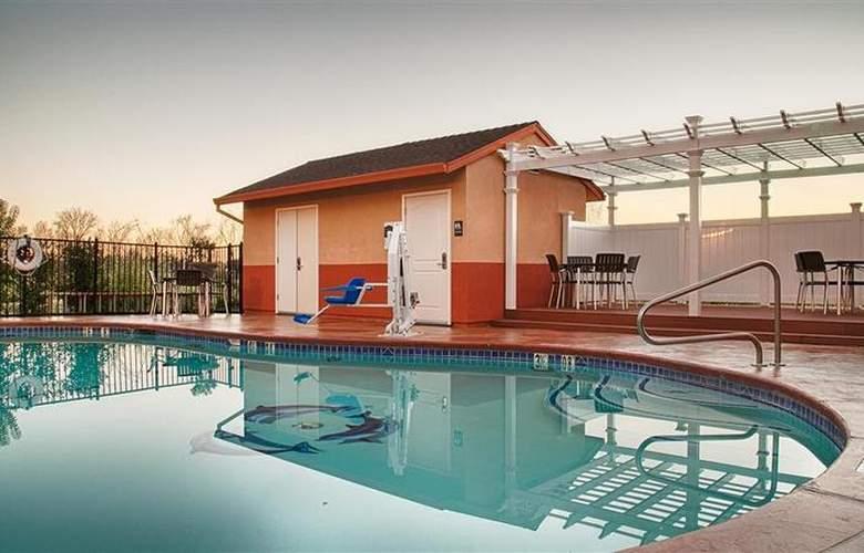 Best Western Plus Antelope Inn - Pool - 26