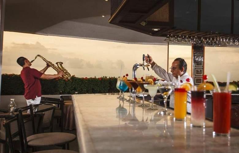 Grand Park Royal Luxury Resort Puerto Vallarta - Bar - 22