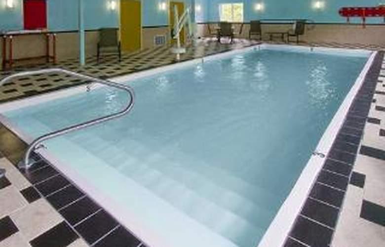 Clarion Inn & Suites Atlantic City North - Pool - 5