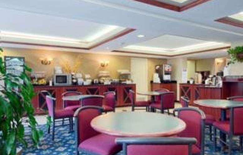 Baymont Inn & Suites Florida Mall - General - 2