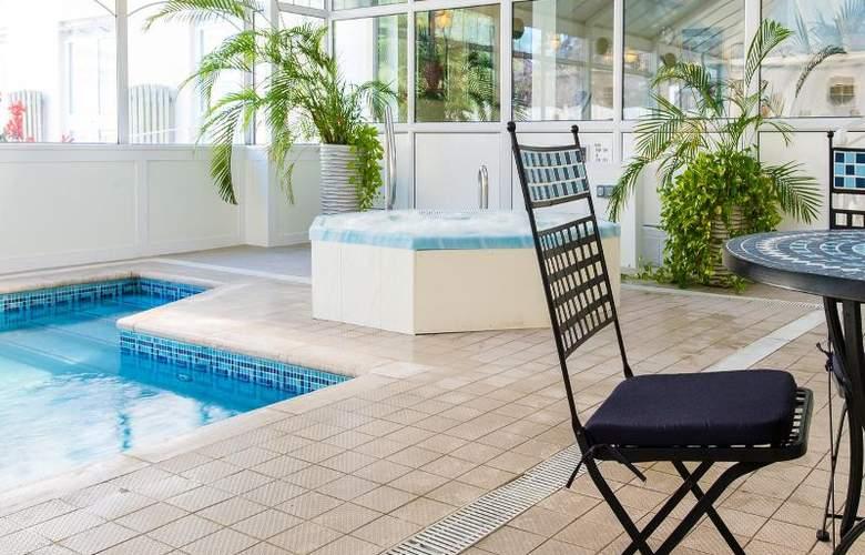 The Monterey - Pool - 28