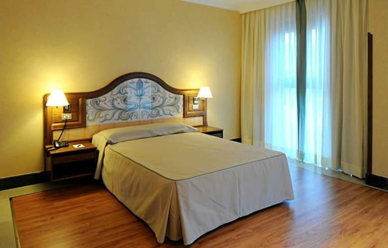 Julia - Room - 2
