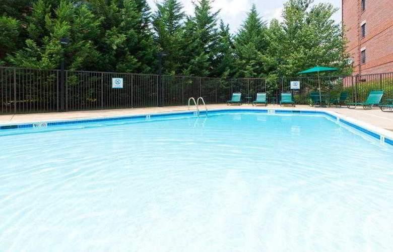 Staybridge Suites Tysons-McLean - Pool - 35