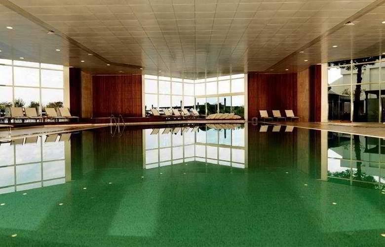 Renaissance Polat Istanbul - Pool - 4
