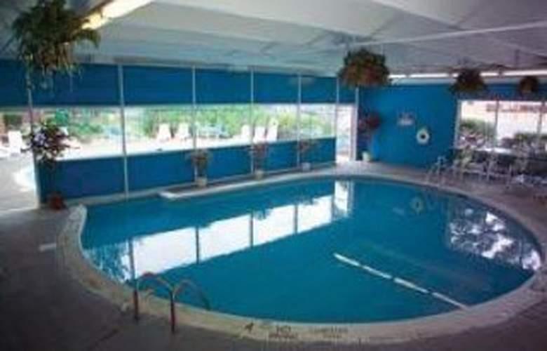 Ramada Plaza Albany - Pool - 5
