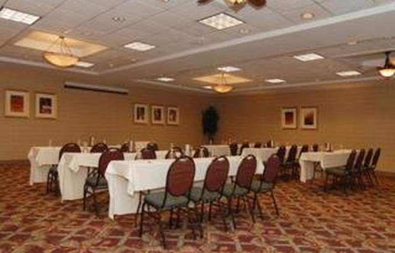 Clarion Hotel Airport - Conference - 5