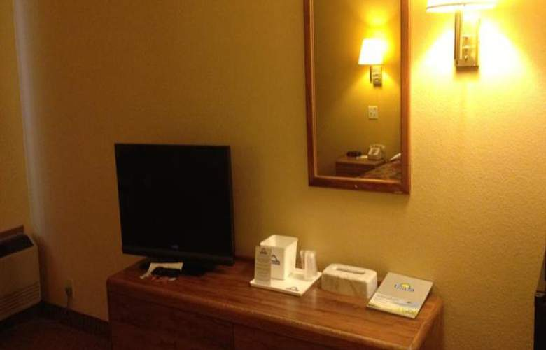 Days Inn by Wyndham Moab - Room - 11