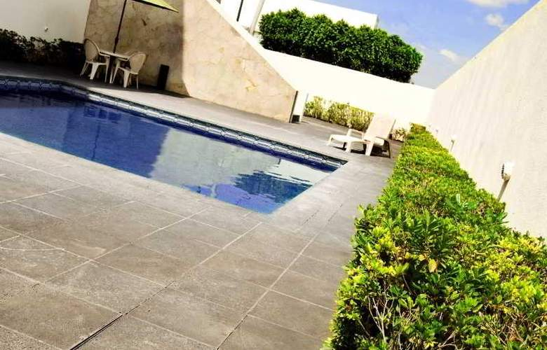 Turotel Queretaro - Pool - 18