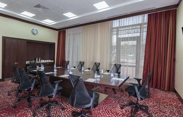 Hilton Garden Inn Astana - Conference - 4