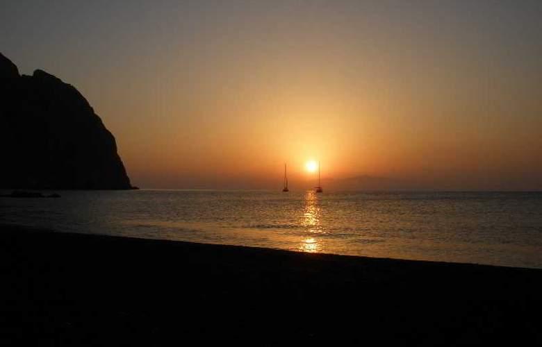 Amaryllis - Beach - 10