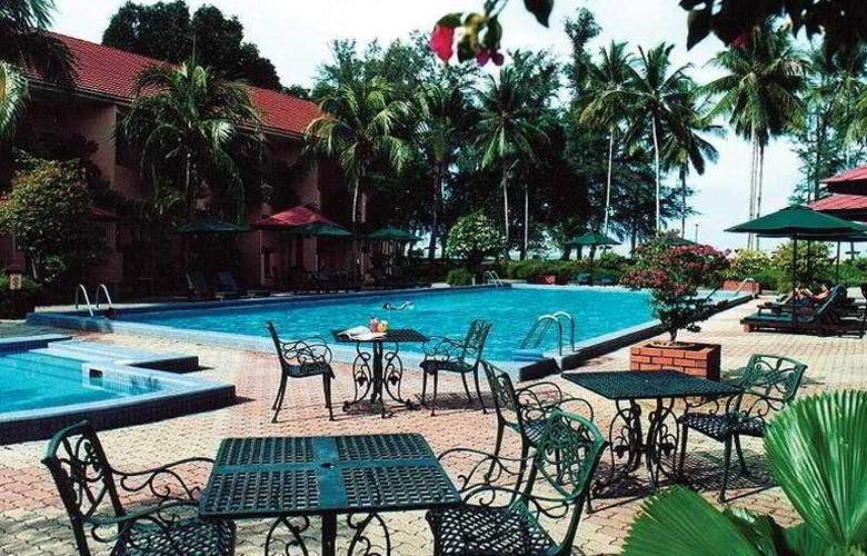 Holiday Villa Beach Resort Kuantan - Pool - 7