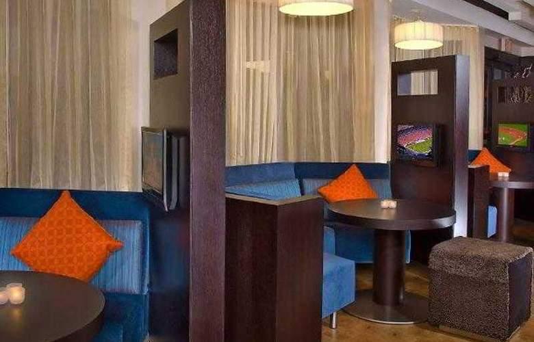 Courtyard Cincinnati Blue Ash - Hotel - 4