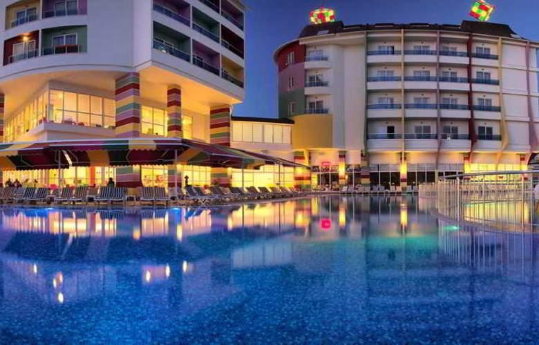 Ramada Resort Side - Pool - 22