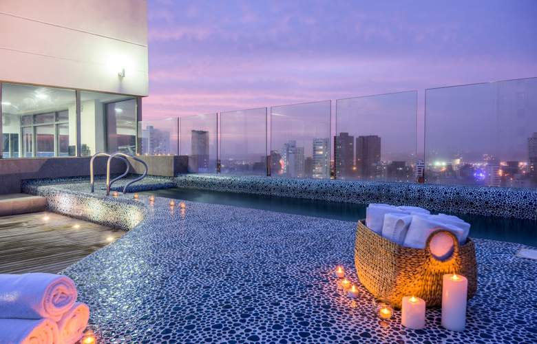 NH Collection Royal Smartsuites Barranquilla - Pool - 4