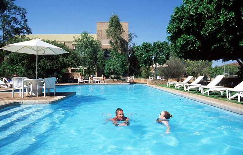 DoubleTree by Hilton Alice Springs - Pool - 3