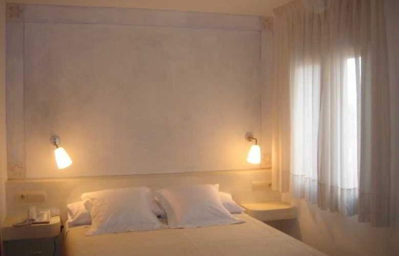 Carmen - Room - 8