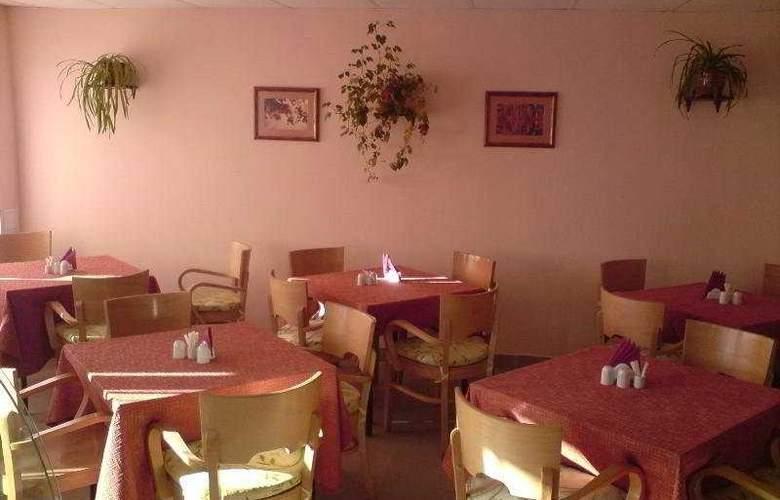 69 Parallel - Restaurant - 5