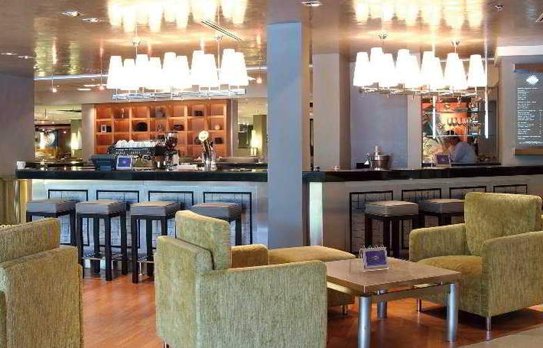 Hilton Petaling Jaya - Bar - 31