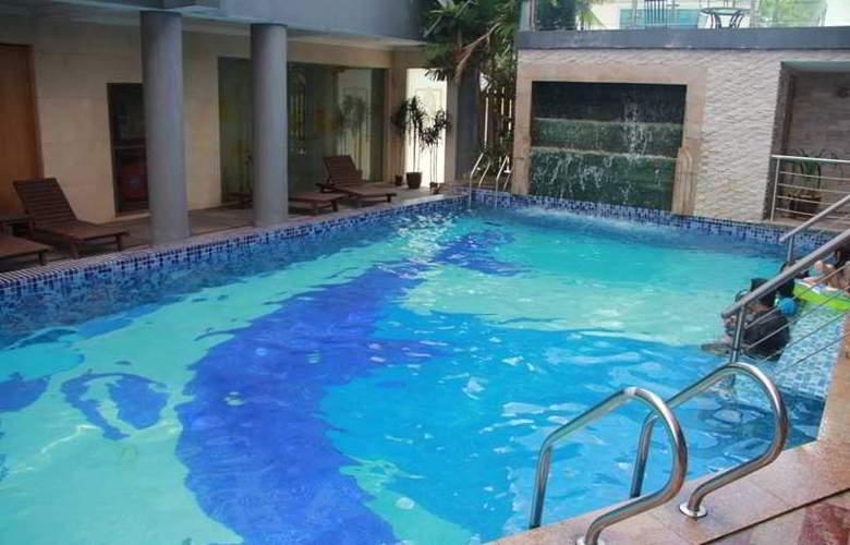 Palm Garden Hotel - Pool - 3