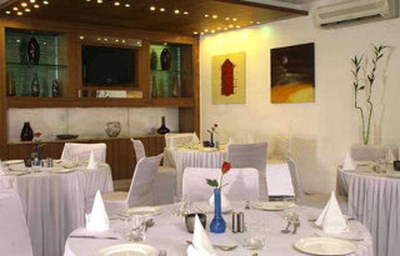 JüSTa Panchsheel Park - Restaurant - 8