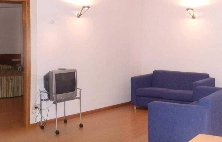 Colon Tuy - Room - 6