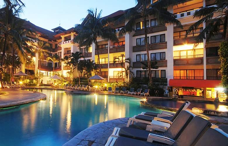 Prime Plaza Suites - Pool - 7