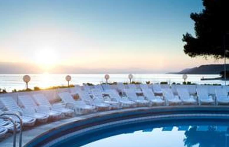 Hotel & App. Fontana Jelsa - Pool - 1