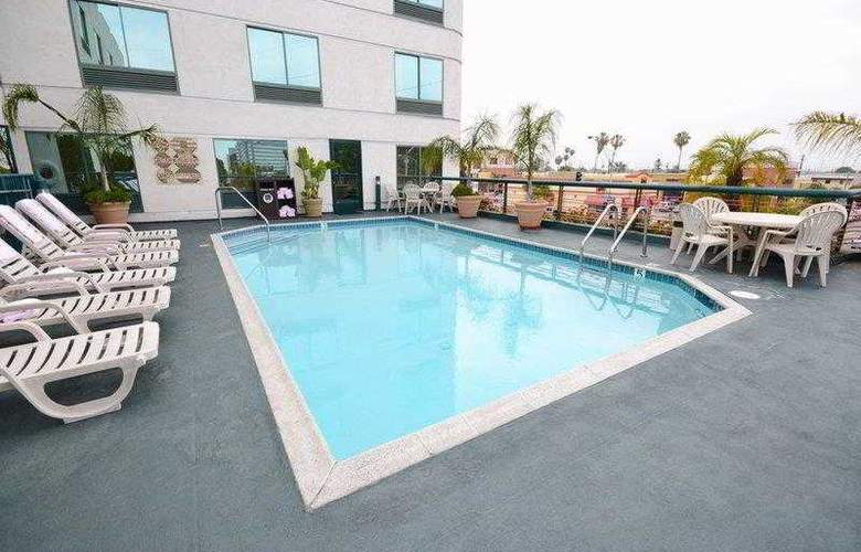 Best Western Plus Suites Hotel - Hotel - 26