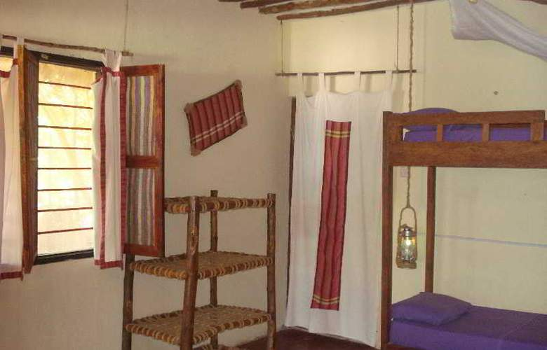 Twisted Palms Lodge & Restaurant - Room - 9