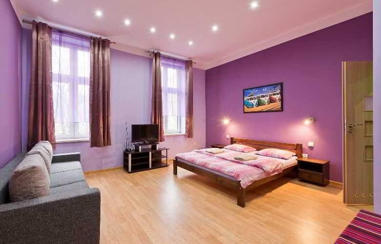Queens Apartments - Room - 9