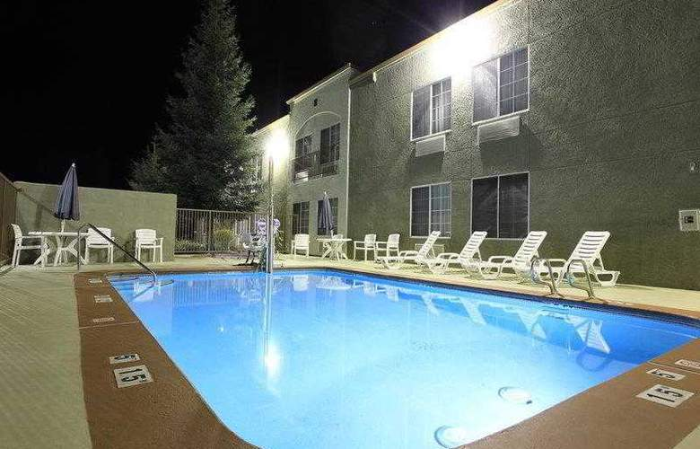 Best Western Plus Twin View Inn & Suites - Hotel - 12