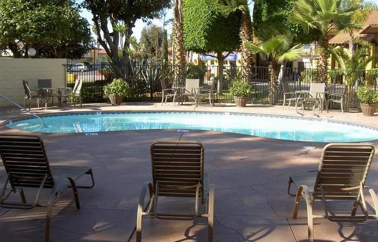 Best Western Americana Inn - Pool - 68