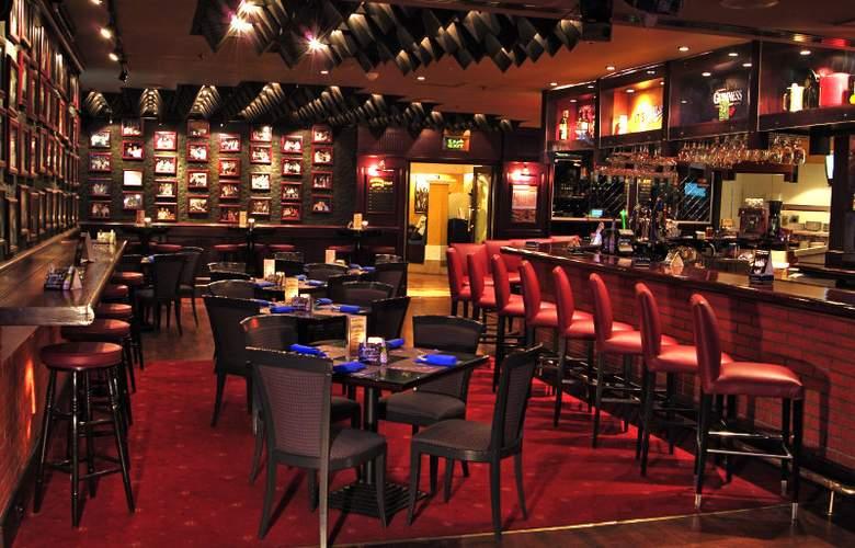 Crowne Plaza Deira - Bar - 37
