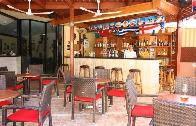 Latania Studios & Apartments - Bar - 3