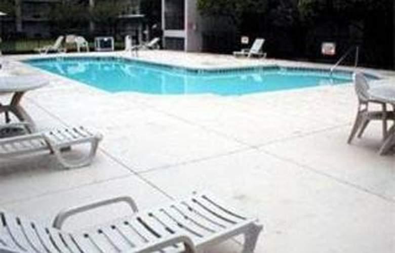 Clarion Suites - Pool - 4
