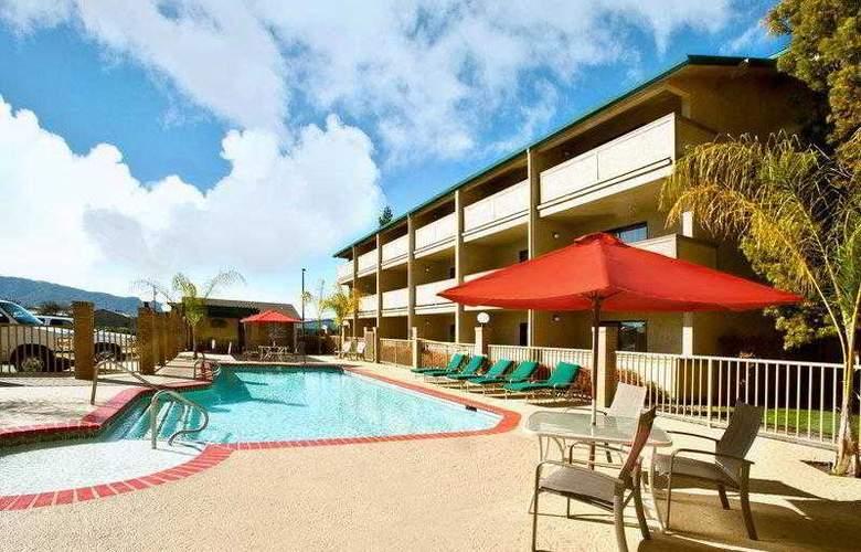 Best Western Plus Forest Park Inn - Hotel - 11