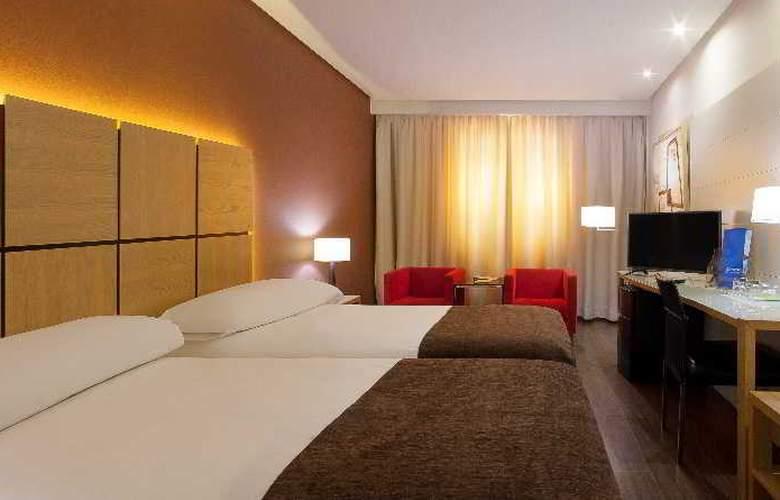Silken Puerta Valencia - Room - 18