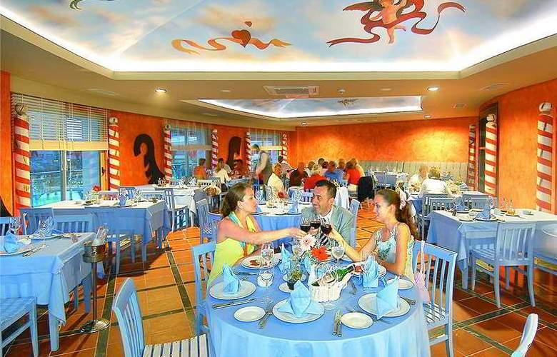 Royal Dragon Hotel - Restaurant - 5