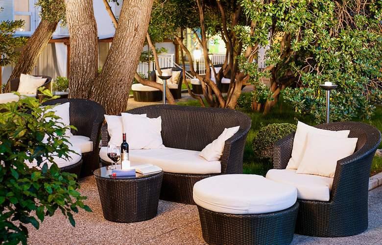 Valamar Sanfior Hotel - Terrace - 9