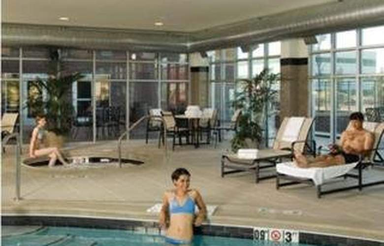 Cambria Suites Airport - Pool - 4