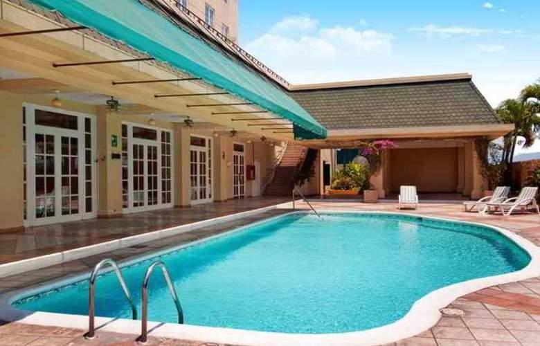 Hilton Princess San Salvador - Hotel - 6