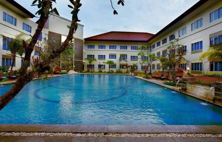 Aston T. Pinang Hotel & Conference Centre - Pool - 6