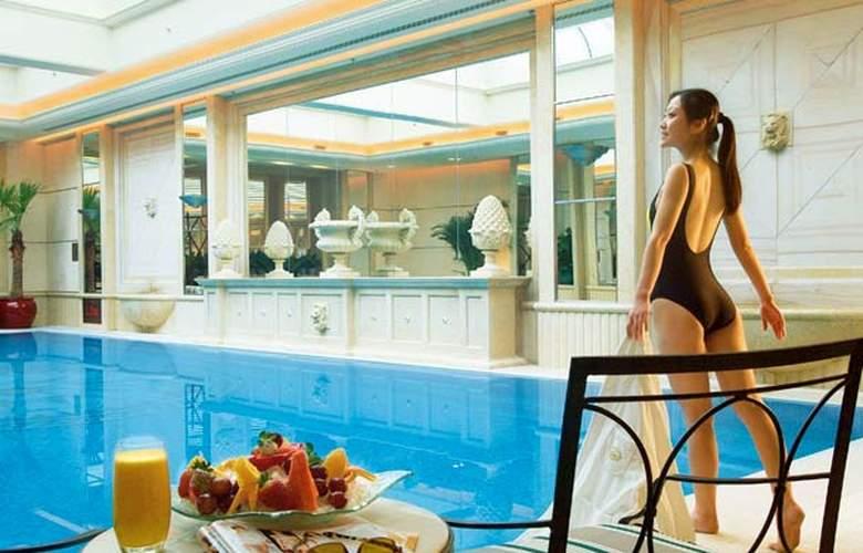Renaissance Beijing Chaoyang - Pool - 1