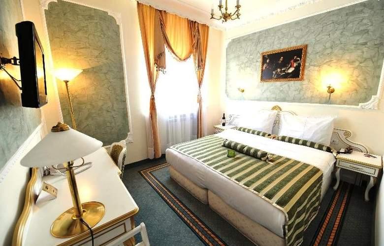 Queens Astoria Design - Room - 13