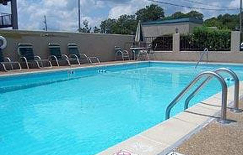 Comfort Inn Airport - Pool - 4
