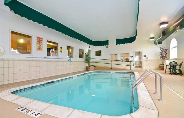 Best Western Plus Macomb Inn - Pool - 66